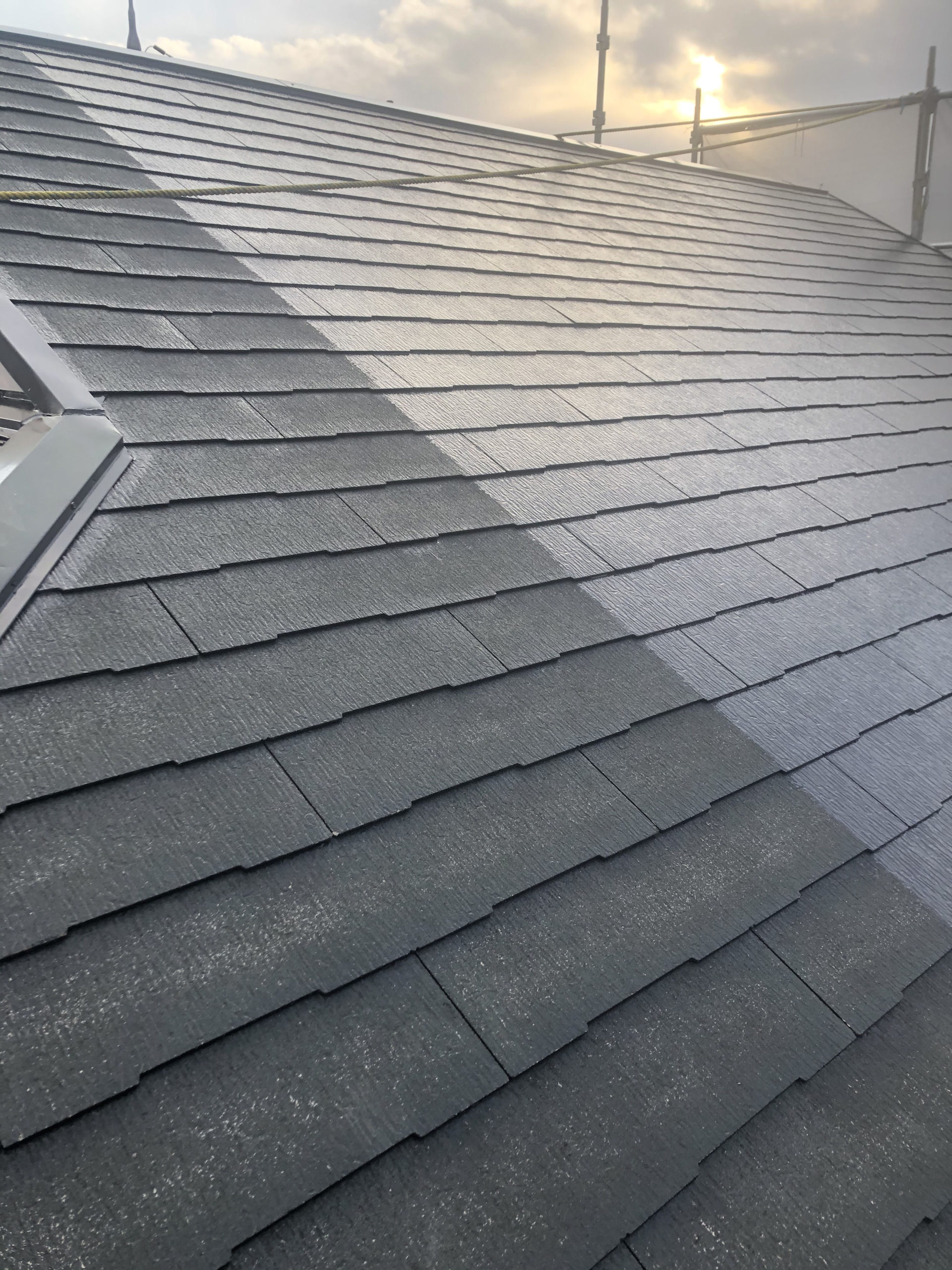屋根塗装および目地打ち換え工事